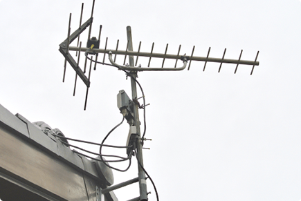 屋根上のTVアンテナ